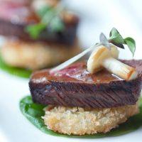 Nuestro chef cocinando en tu casa para amigos o familiares. Mirá los comentarios de nuestros clientes y animate a sorprender!